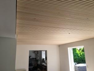 Listeloft-lamelloft-reference-rjarkitekt-akustik-træ-eksisterende villa sorgenfri - loft rummet