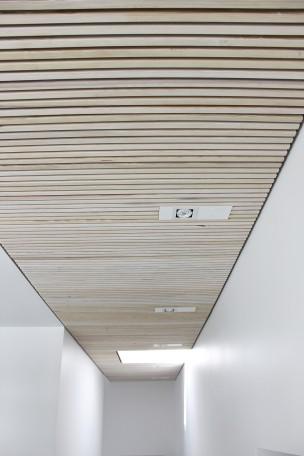 Listeloft-reference-rjarkitekt-akustik-træ-tømrerens-eget-hus_-listeloft god akustik